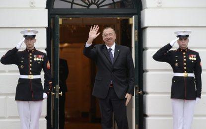 سیاست خارجی جمهوری آذربایجان: چالشهای ایجاد موازنه میان غرب و روسیه