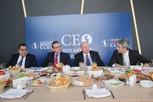 مسئول امور حمل و نقل کمیسیون اروپا:اتحادیه اروپا در صدد گسترش همکاری با جمهوری آذربایجان است