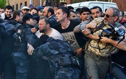 دستگیری دهها معترض ارمنی از سوی پلیس روسیه
