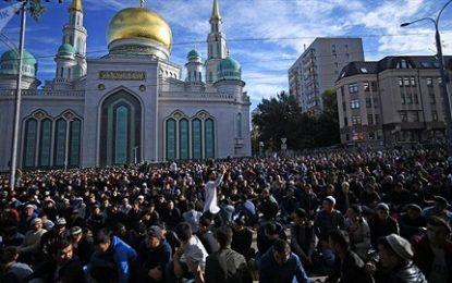 به مناسبت عید سعید قربان: تجمع هزاران تن از مسلمانان روبروی مسجد جامع مسکو/تصاویر