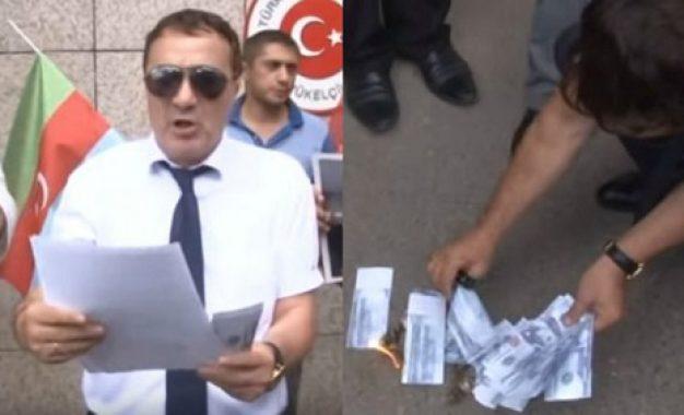 آتش زدن دلار آمریکا در حمایت از ترکیه در باکو/تصاویر