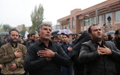 با وجود بارش شدید باران؛ اجتماع عظیم حسینیان اردبیل برگزار شد/حضور عزادارانی از جمهوری آذربایجان در اردبیل