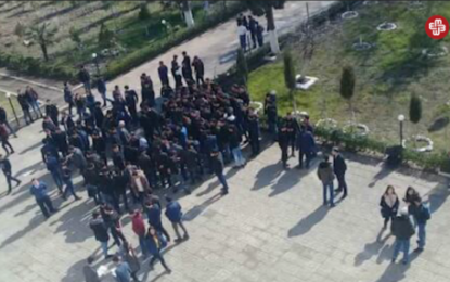 تجمع اعتراض آمیز دانشجویان دانشگاه  دولتی «لنکران» جمهوری آذربایجان