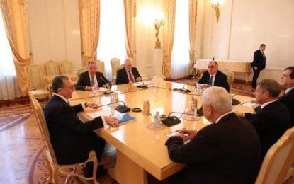 توافق وزرای خارجه جمهوری آذربایجان و ارمنستان درباره برداشتن گام های عملی برای برقراری ارتباط مردمی بین دو کشور