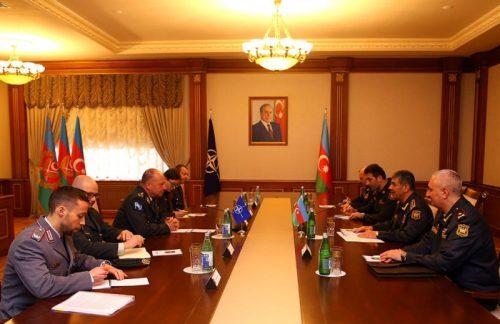 دیدار وزیر دفاع جمهوری آذربایجان با رییس ستاد بین المللی نظامی ناتو