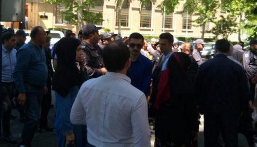 تجمع اعتراض آمیز در مقابل سفارت رژیم صهیونیستی در باکو و برخورد پلیس با تظاهرات کنندگان / عکس
