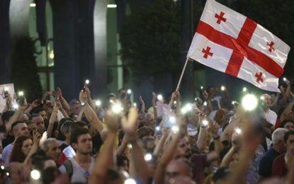 تجمع معترضین در برابر پارلمان/شب های نا آرام در گرجستان