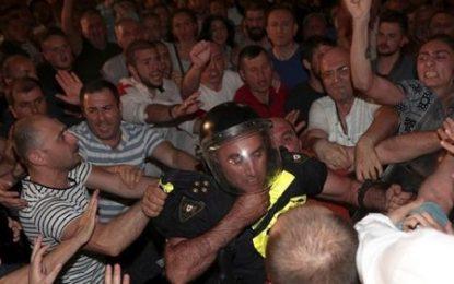 مصدوم شدن بیش از ۲۵۰ تن در تظاهرات خشونت آمیز در تفلیس