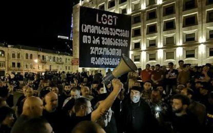 نماینده کلیسای گرجستان: سفیر آمریکا از تظاهرات کننده گان همجنس باز در تفلیس حمایت می کند