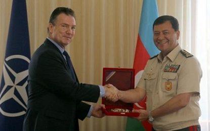 دیدار رئیس ستاد کل نیروهای مسلح آذربایجان با یکی از فرماندهان ناتو