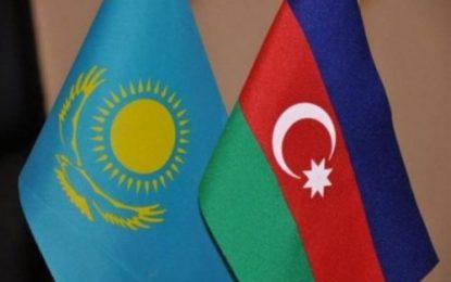 تاکید مقامات جمهوری آذربایجان و قزاقستان بر توسعه روابط اقتصادی دوجانبه