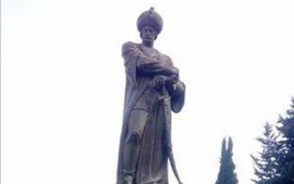 از تقدّس تا انکار: جمهوری آذربایجان و وارونه انگاری تاریخ