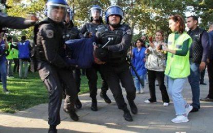 برخورد پلیس باکو با معترضان مخالف دولت / تصاویر