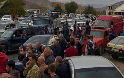 بسته شده جاده ایروان – مهری از سوی معترضان / تصاویر