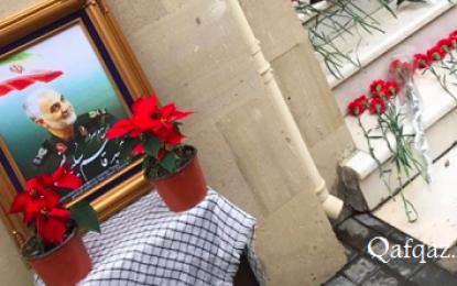ابراز ارادت به مقام شهید سلیمانی در باکو / فیلم