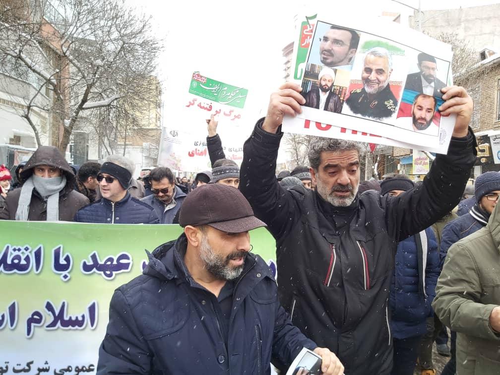 گزارش تصویری از تقدیر و تشکر مردم حسینی اردبیل از مردم جمهوری آذربایجان در راهپیمایی ۲۲ بهمن
