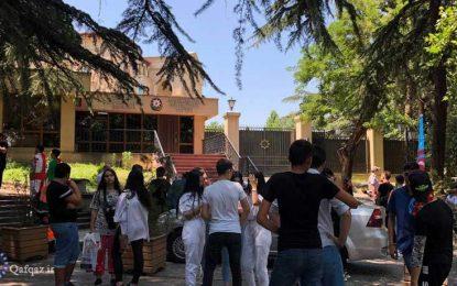 تجمع جوانان مقابل سفارت جمهوری آذربایجان در تفلیس/ تصاویر