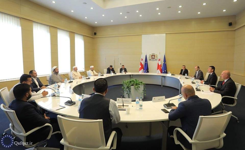دیدار نخست وزیر گرجستان با روحانیان مسلمان کشور/تصاویر