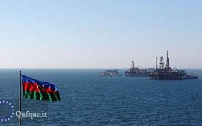 """آغاز عملیات نصب بخش پشتیبان دکل میدان نفتی """"قره باغ"""" توسط جمهوری آذربایجان در دریای خزر"""