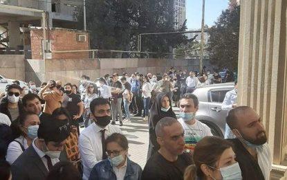 هجوم مردم آذربایجان برای اهدای خون به سربازان جنگ قره باغ