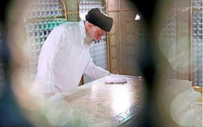 غبارروبی از مرقد مطهر امام رضا (ع) با حضور رهبر انقلاب / فیلم