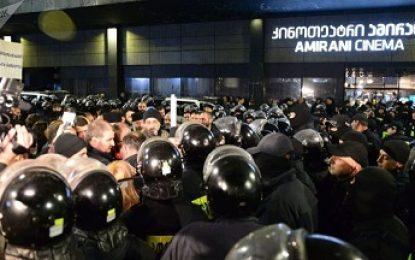 بازداشت معترضان نمایش فیلم غیر اخلاقی در شهرهای تفلیس و باتومی گرجستان