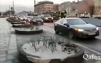 اعتراض نمادین کاروان خودرویی به ترور حاج قاسم سلیمانی در مقابل سفارت آمریکا در مسکو / فیلم