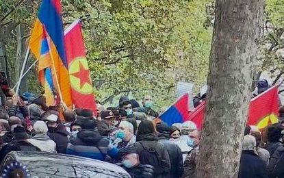 تجمع ارمنی ها با پرچم گروه تروریستی پ.ک.ک در پاریس