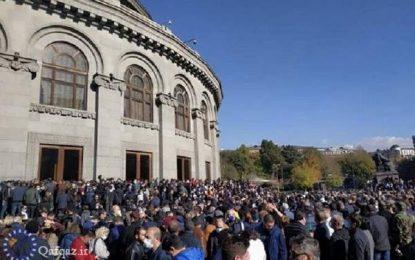 تداوم اعتراضها در ایروان علیه پاشینیان
