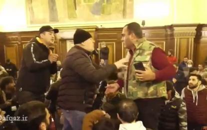 معترضان ارمنستانی پارلمان این کشور را اشغال کردند / فیلم