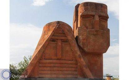 تخریب مجسمه باقی مانده در قره باغ کوهستانی از زمان حاکمیت جمهوری آذربایجان به دلیل کشف علائم شیطان پرستی در آن!