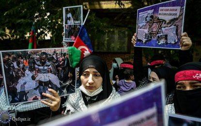 تجمع طلاب آذربایجان در اعتراض به جنایات صهیونیستی در مقابل سفارت فلسطین+ عکس