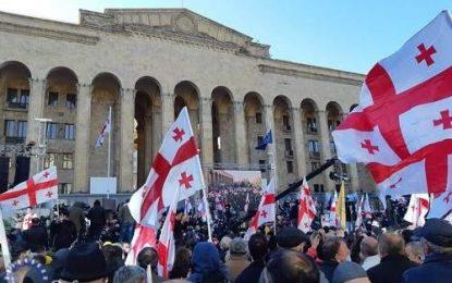 موج اعتراضات غربگرایان در گرجستان در پی فوت مشکوک لشکاراوا